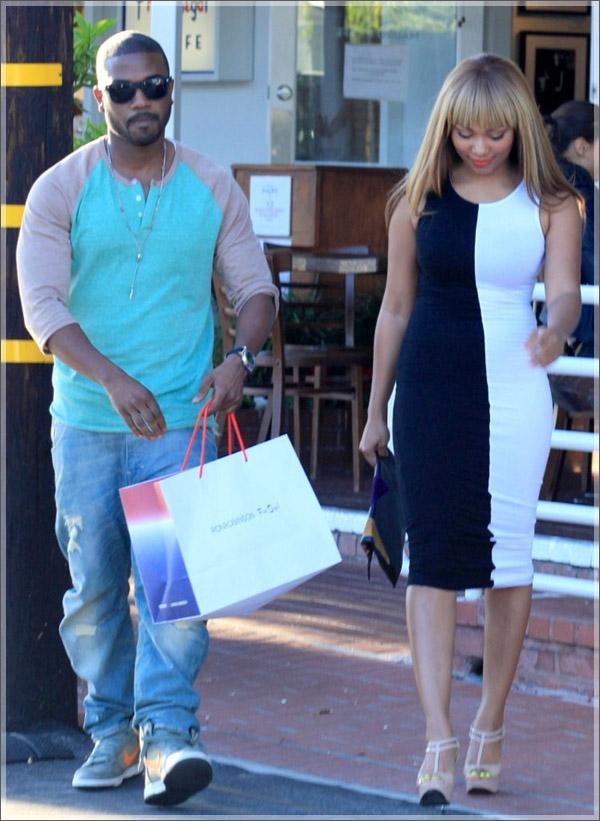 Ray-J-and-Teairra-Mari-shopping2