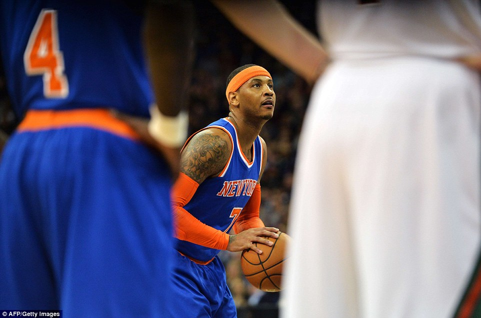 24BC33B600000578-0-New_York_Knicks_star_Anthony_centre_takes_a_free_throw_after_mis-a-60_1421363042925