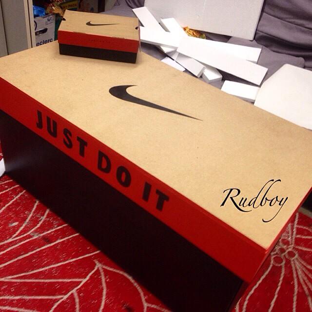 style une boite de chaussures geante da vibe. Black Bedroom Furniture Sets. Home Design Ideas