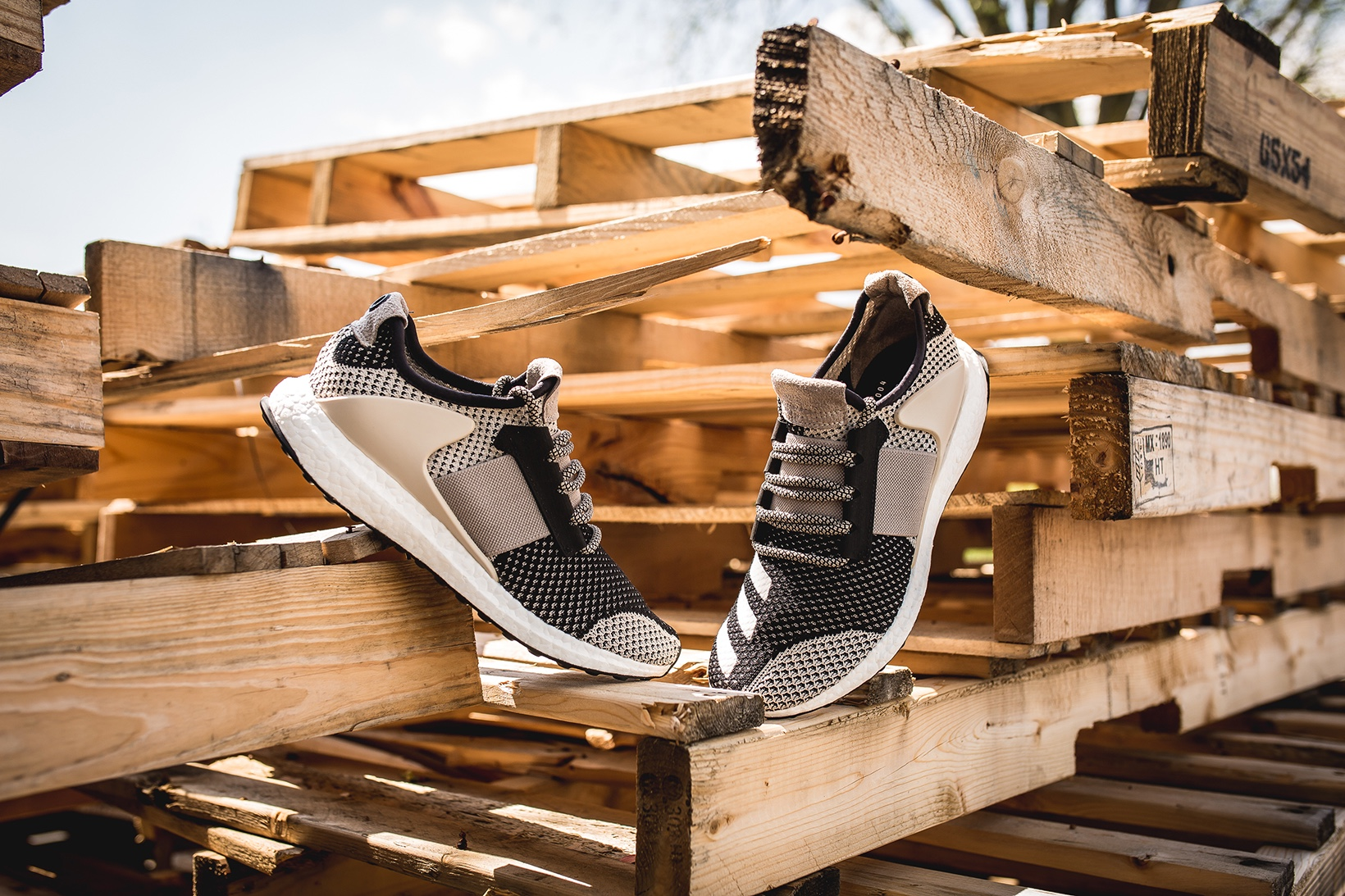 http-hypebeast.comimage201705adidas-consortium-ado-ultra-boost-zg-1