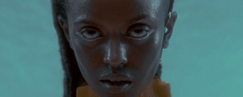 KELELA SORT LE CLIP DE BLUE LIGHT